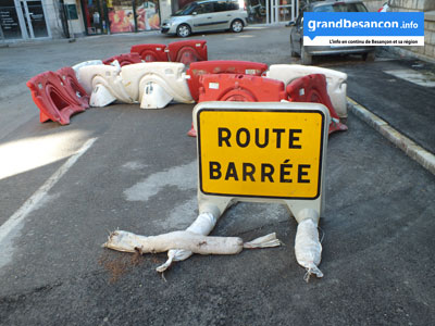 panneau-route-barree-ac-log