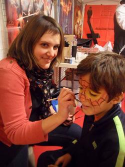 Aurélie sur le stand de l'association Bloody Zone - Photo : Loïc Bugnon