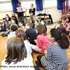 Mercredi 17 décembre, deux musiciens de l'Orchestre Victor Hugo Franche-Comté se sont rendus à l'école Viotte de Besançon pour présenter leurs instruments