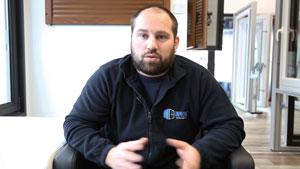 Manuel Gillot, fondateur d'Innov'Fermetures, dans son nouveau showroom de Danjoutin