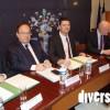 Florian Bouquet, président du Conseil départemental du Territoire de Belfort, au centre, signant la convention avec des élus, le préfet ainsi que l'entreprise Orange